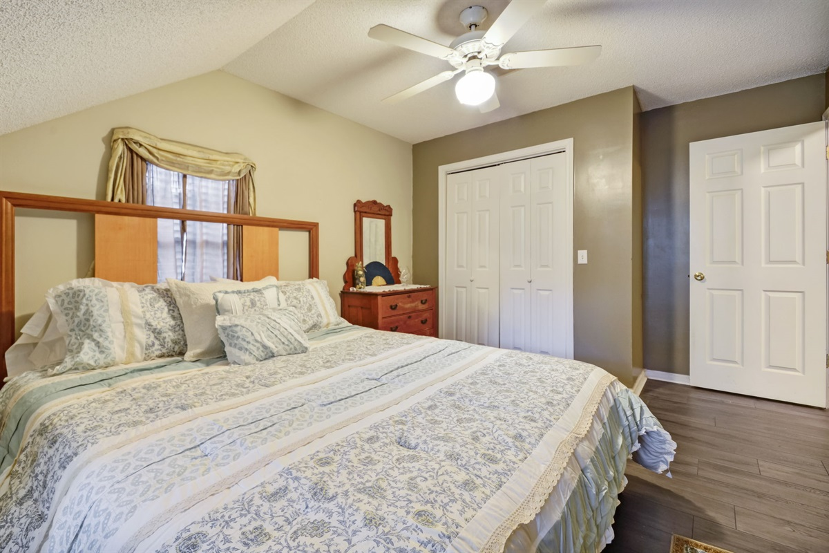 Upstairs Guest Room #1