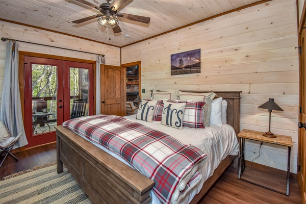 Skier's Retreat Master Suite with king bed and en-suite bath on the main level.