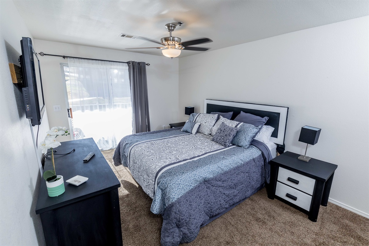 A comfortable king bed awaits you in the master suite!