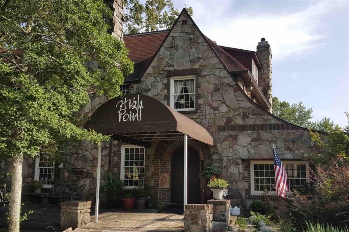 High Point restaurant located 6 minutes from Deer Lick Falls