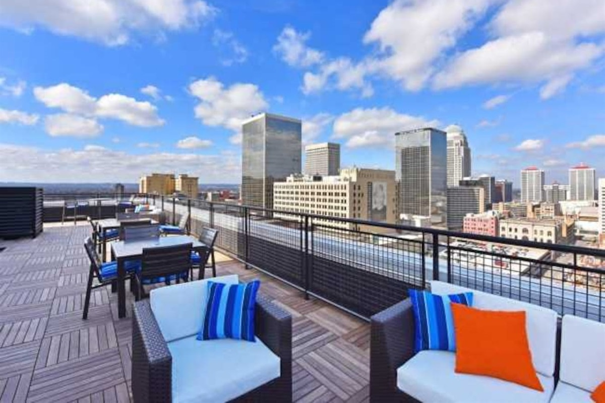 24/7 Rooftop Lounge located on the 17th floor