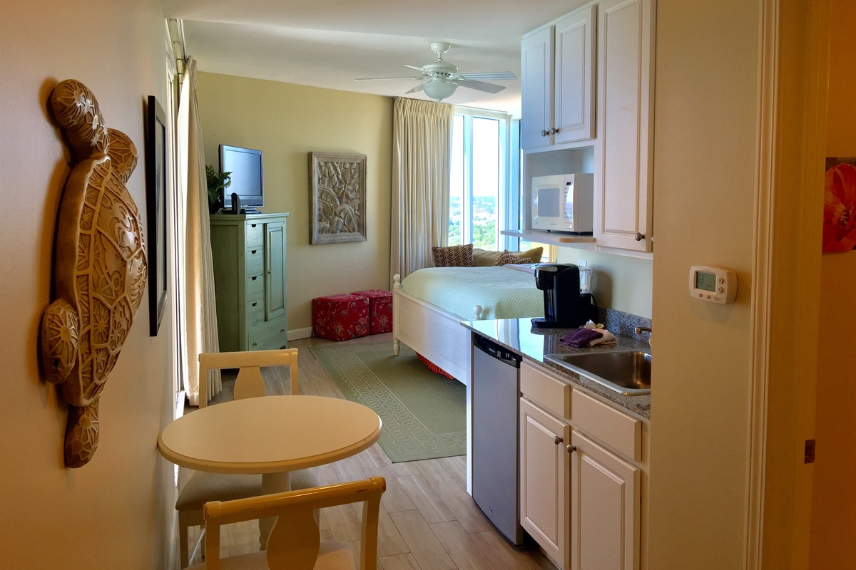 Spacous room with kitchenette