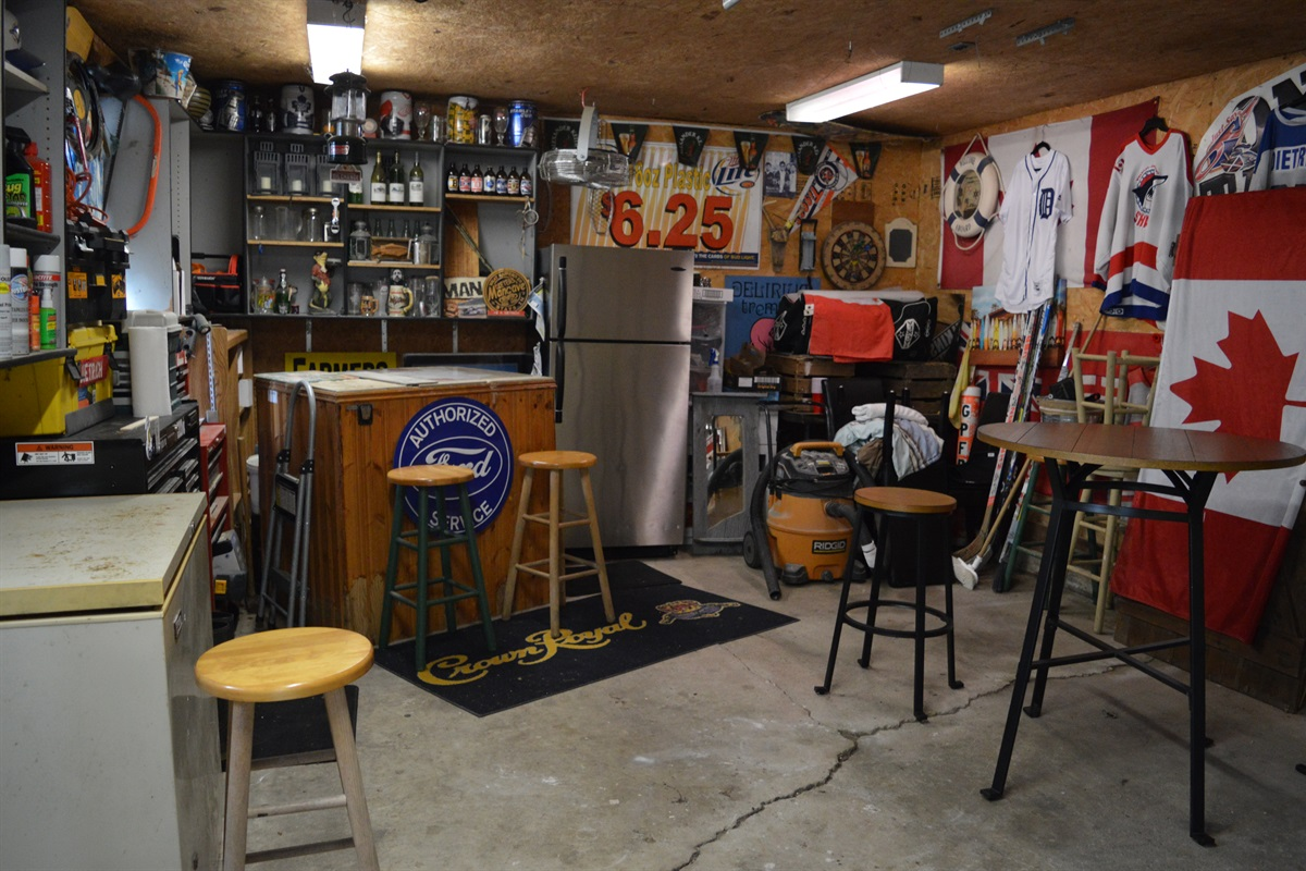 Garage is open for use, great place to end the night if the weather isn't quite right