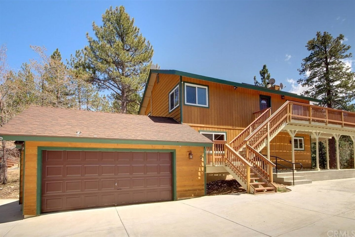 Welcome to Hillcrest Cabin, a charming 2,000+ sq. ft. Big Bear getaway for friends & family! With 4 bedrooms & 3 full bathrooms, this rustic cabin can accommodate 10 guests & 4 cars.