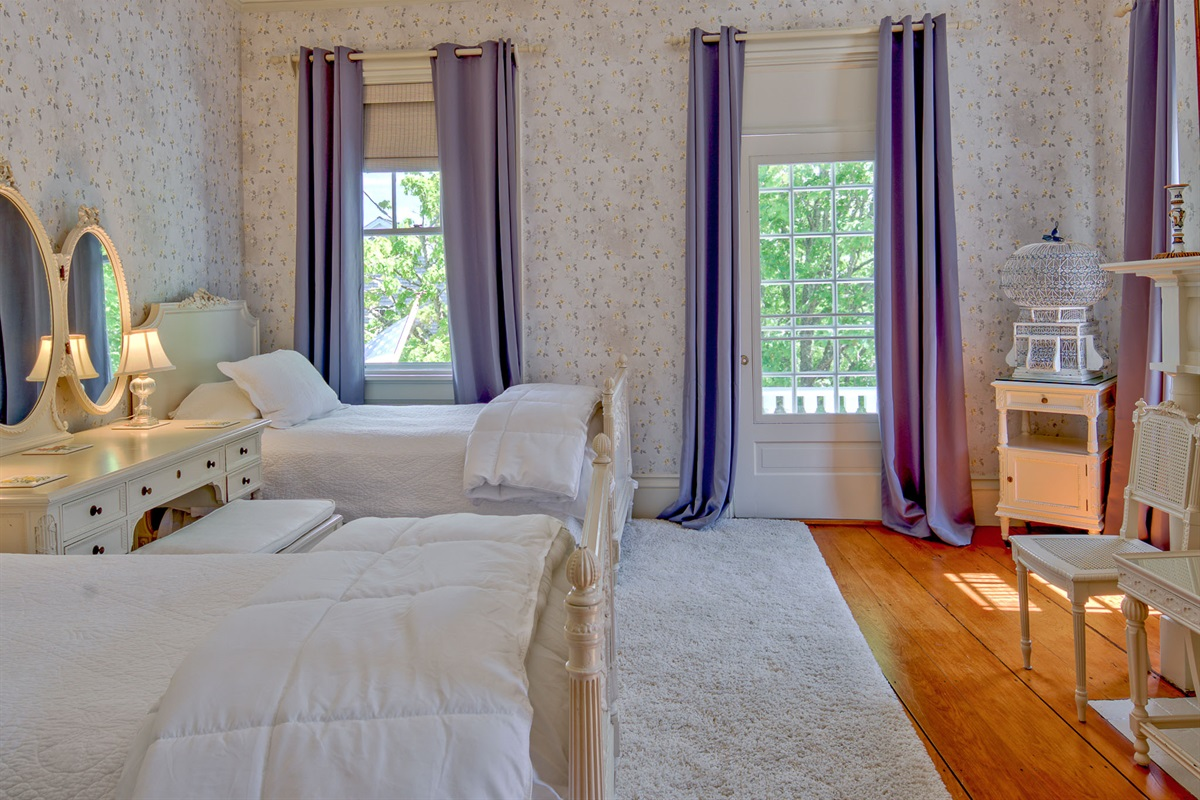 Sara Dinsmore Room - Bedroom 2 with two twins