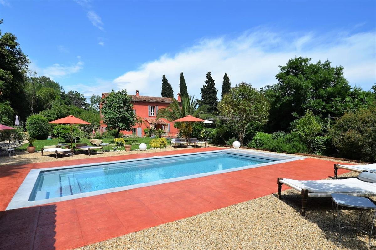 la piscine de 4x10m avec rideau électrique