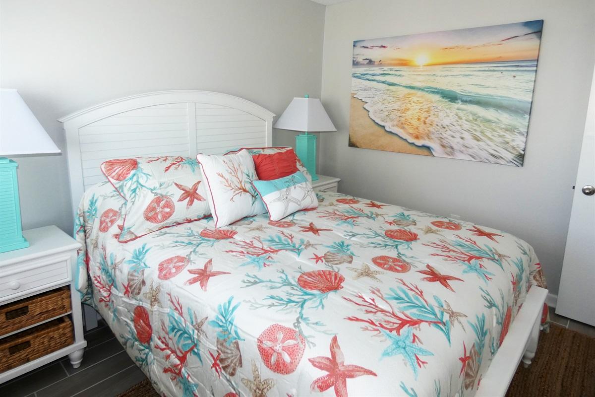 Queen bed 2nd bedroom