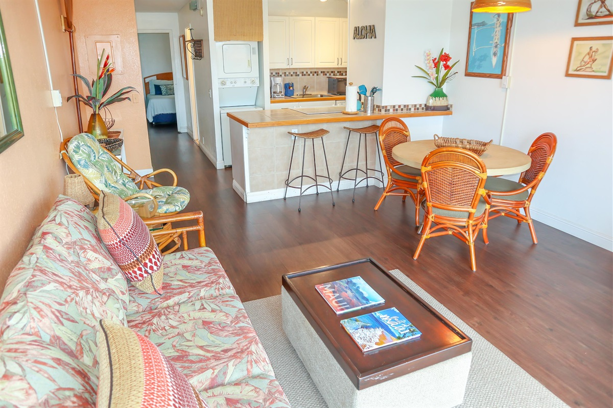 Tropical decor, sparkling clean and fully equipped