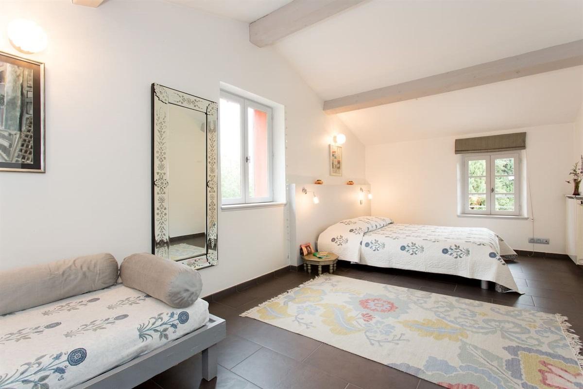 chambre 5  avec lit double et lit simple pour 2 ou 3 personnes