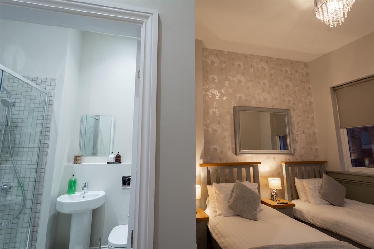 Twin Bedroom & En-suite