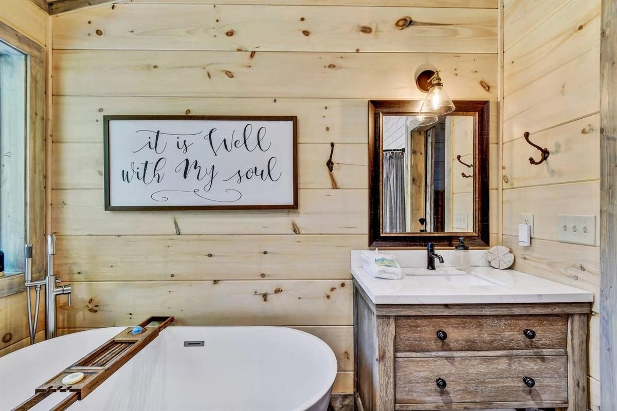Luxurious soaking bath