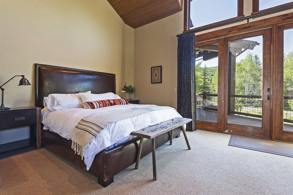 Main level master suite (King)