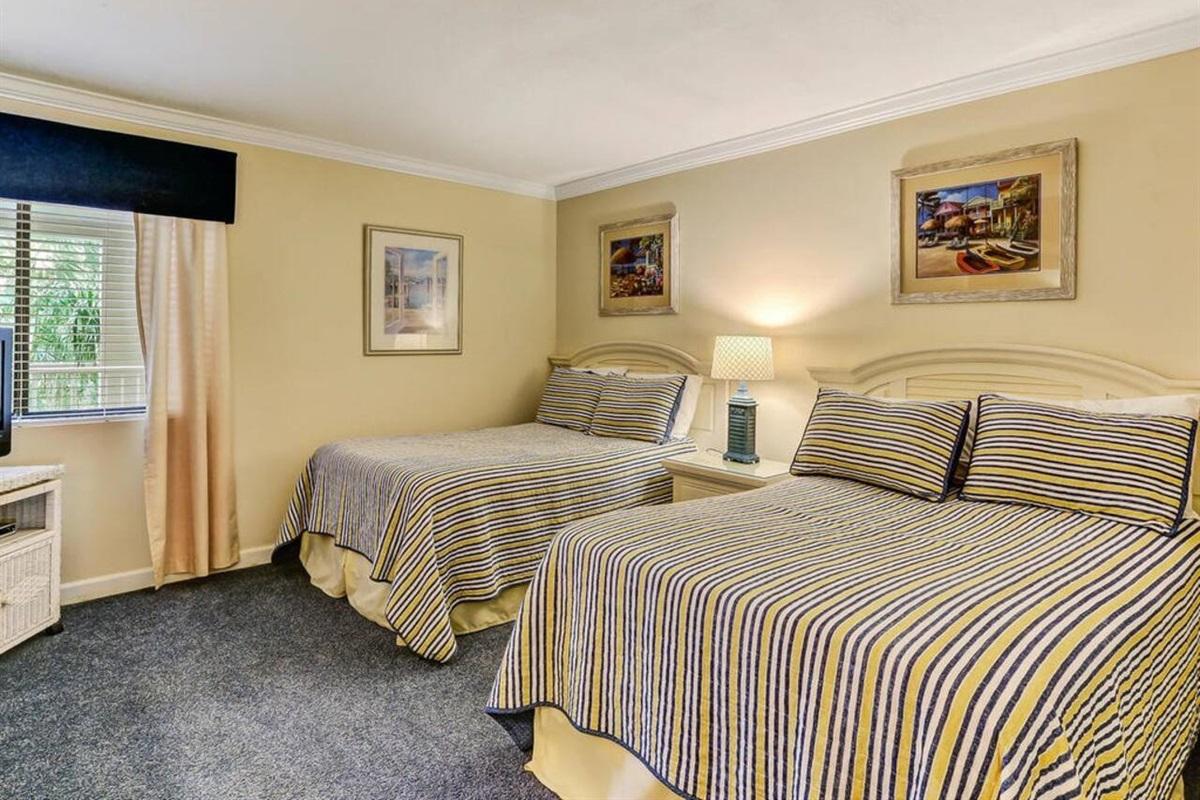 2 Double Beds/Guest Bedroom