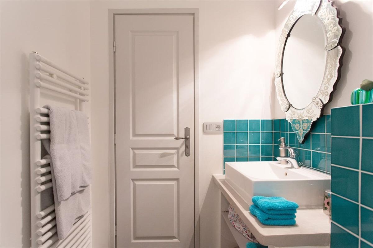 la salle de bain de la chambre 4
