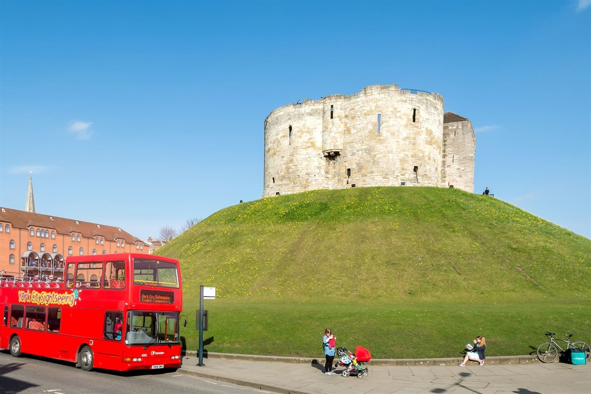 Clifford's Tower & York City sight seeing bus.