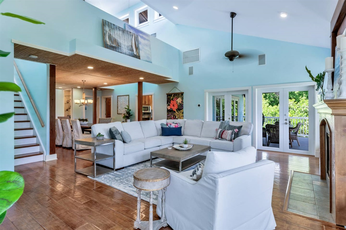 OPEN CONCEPT FLOOR PLAN  WITH SPACE FOR EVERYONE TO SEAT OR HANGOUT COMFORTABLY.