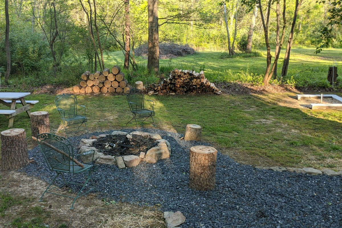 Spread out or sit close in the back yard - campfire, picnic, horseshoes and more