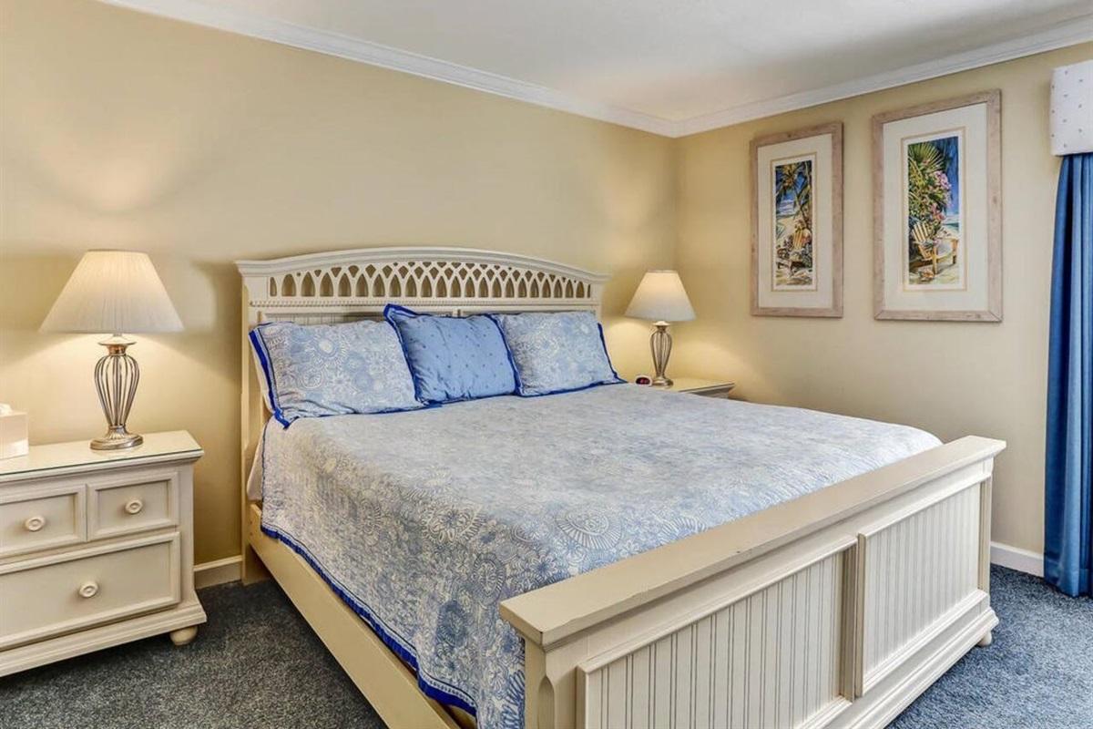 King Bed/Master Bedroom