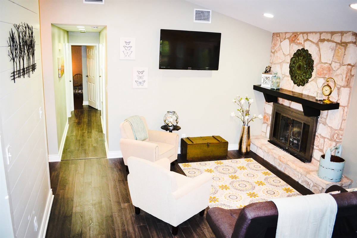 Living Room #1 w/ mounted flatscreen TV.