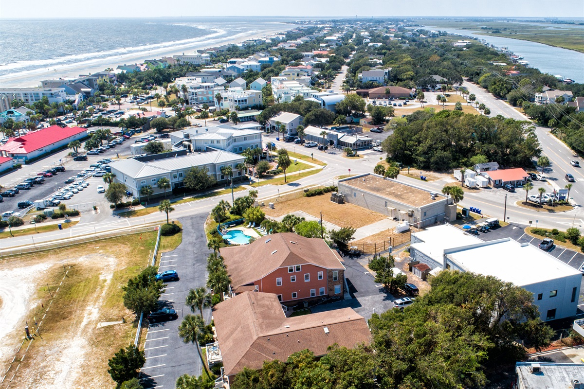 Business area of IOP all within 3-4 blocks.  Looking SOUTH down the island