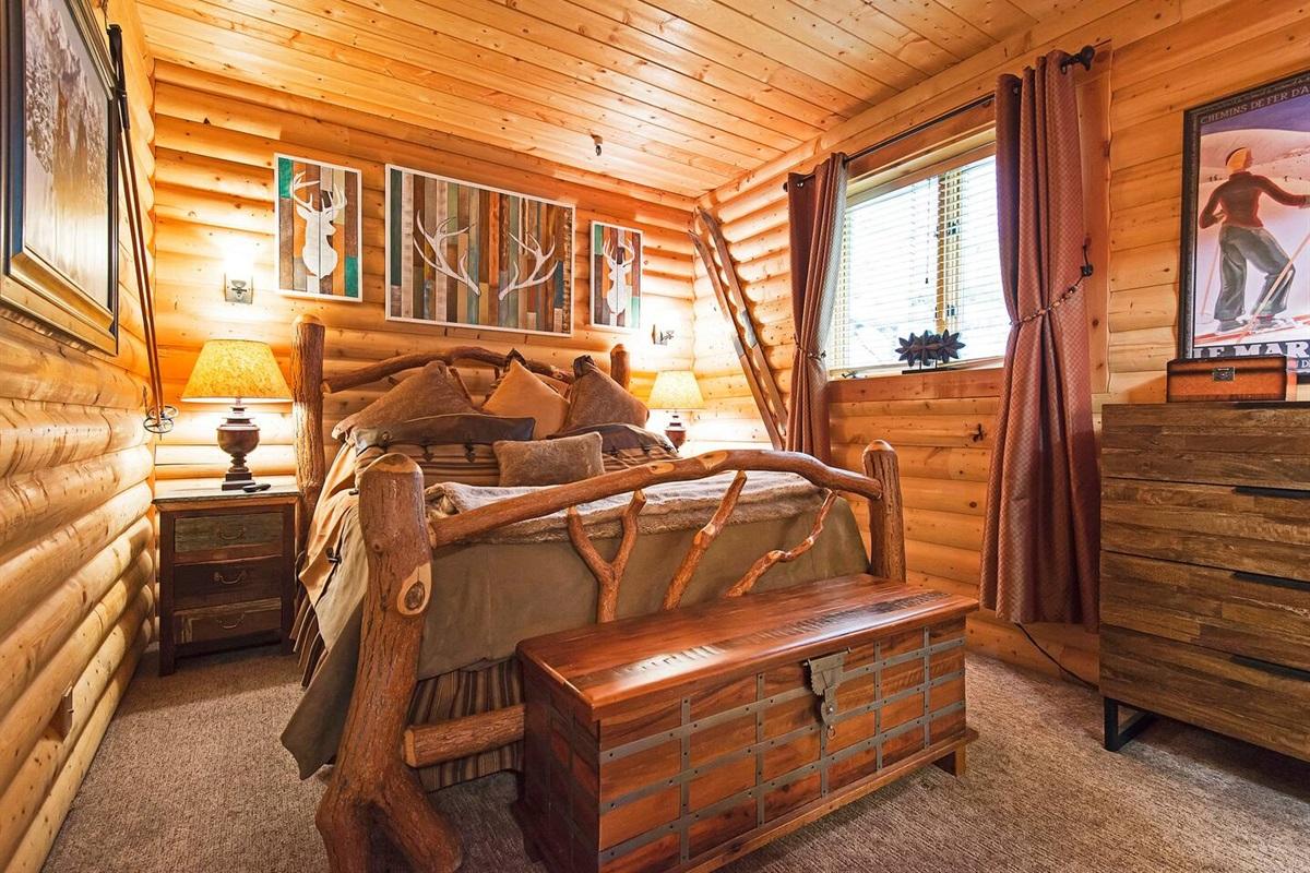 Master bedroom - king size bed, TV, ensuite bath