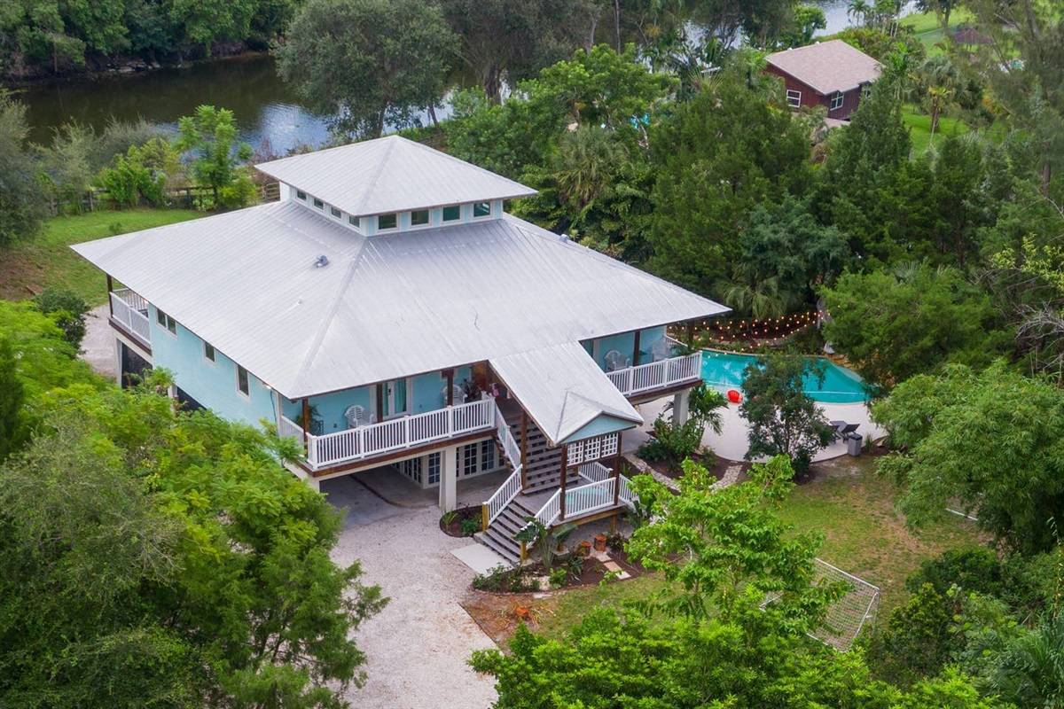 DREAMY MANSION ON AN  ACRE PLUS OF  LAND SURROUNDED BY TREES AND NATURE.  ON A PRIVATE DRIVEWAY.