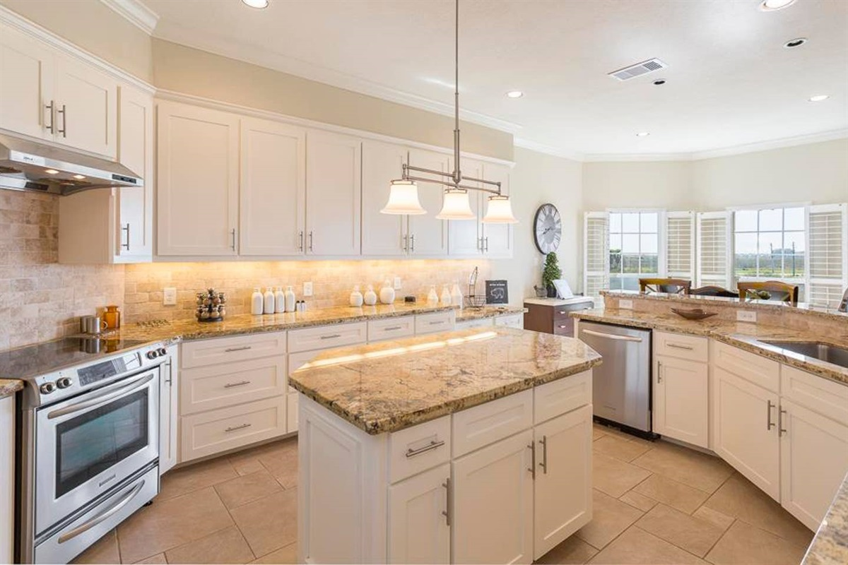 Large Kitchen with Large Island & Granite Countertops