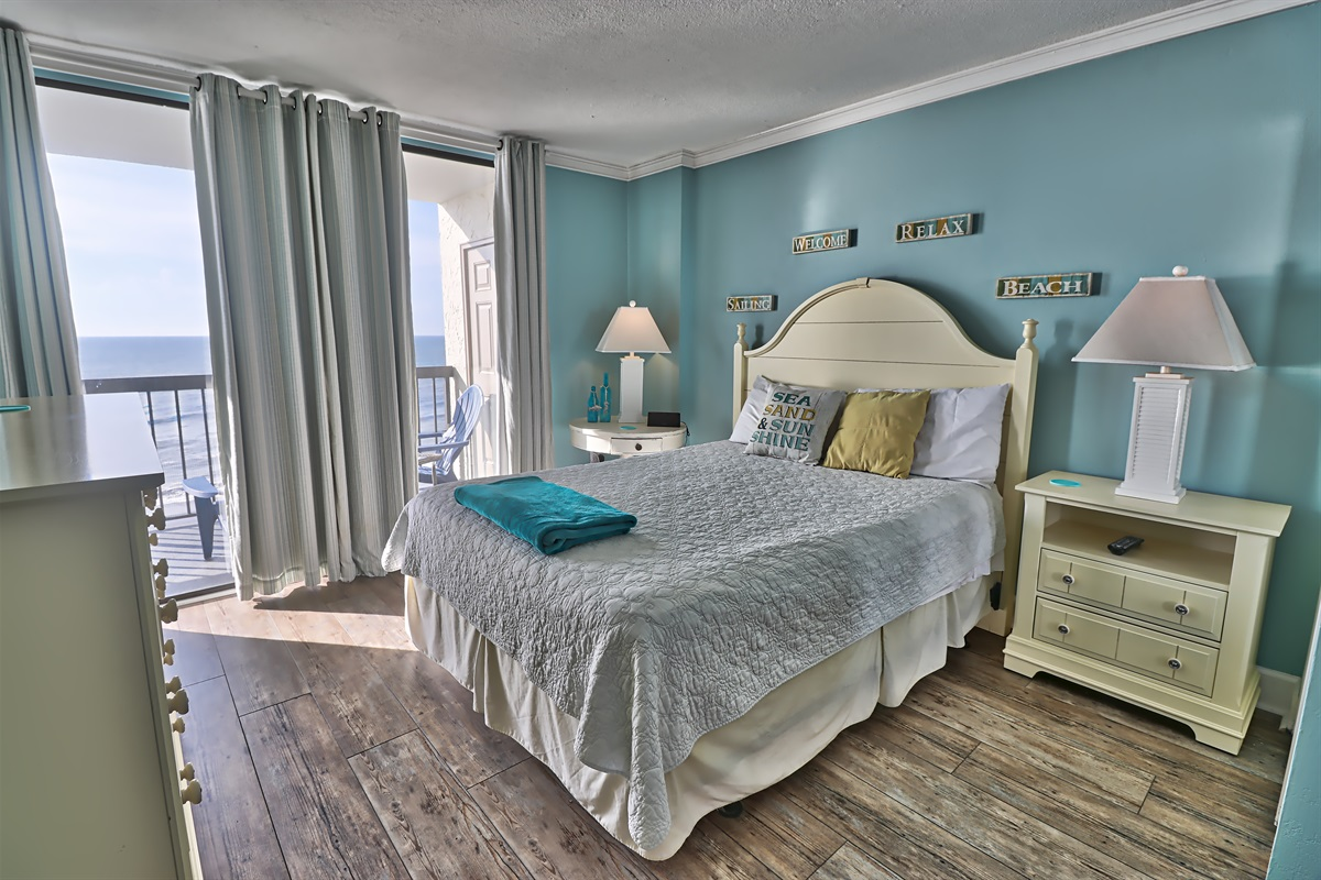 Master Suite w/Balcony Access