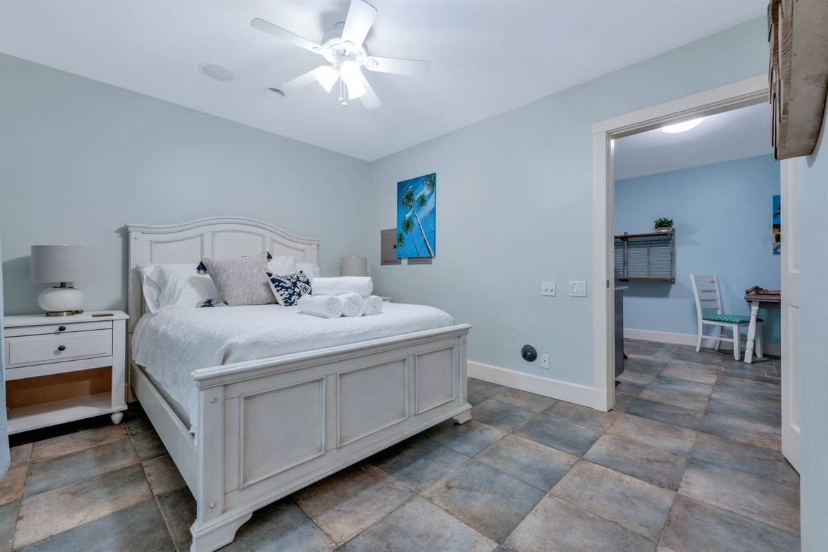 DOWNSTAIRS SUITE WITH  QUEEN BED. WE USE WHITE LINENS AND OUR MATTRESSES AND  PILLOWS HAVE WATER PROOF COMPLETE  ENCASEMENT  COVERS.
