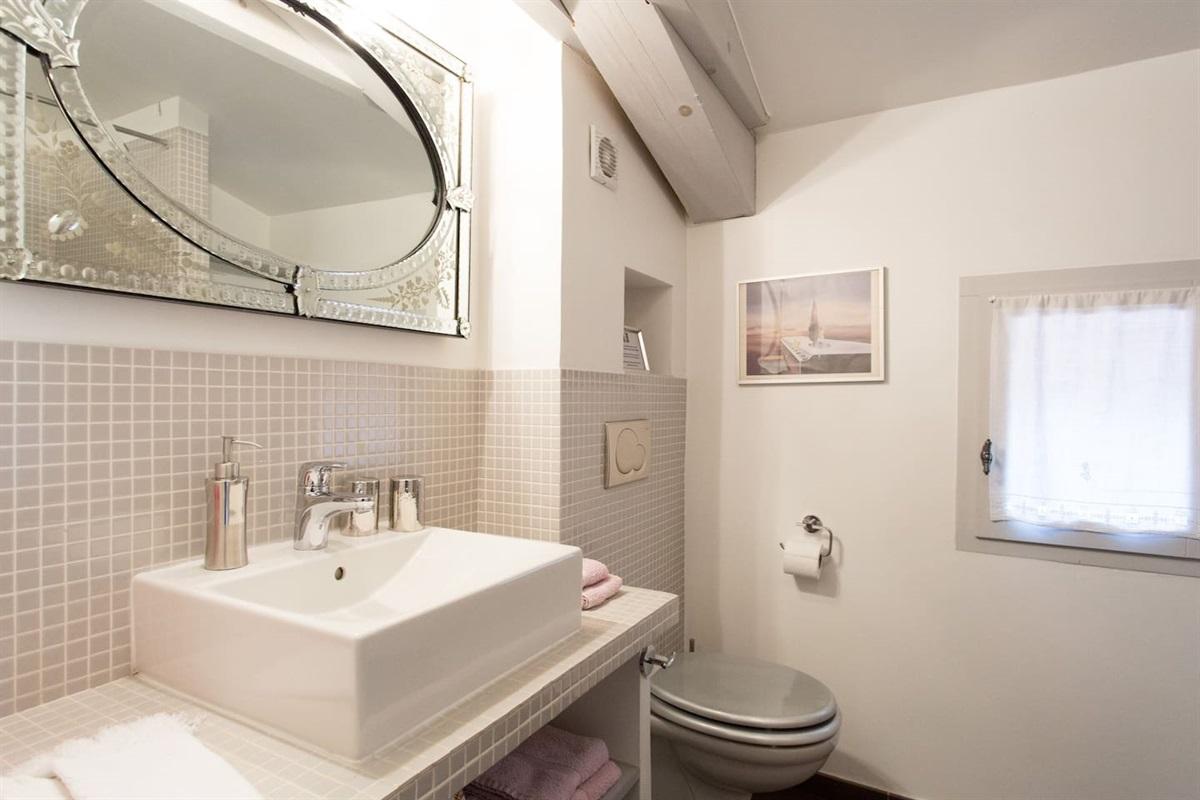 la salle de bain de la chambre 5