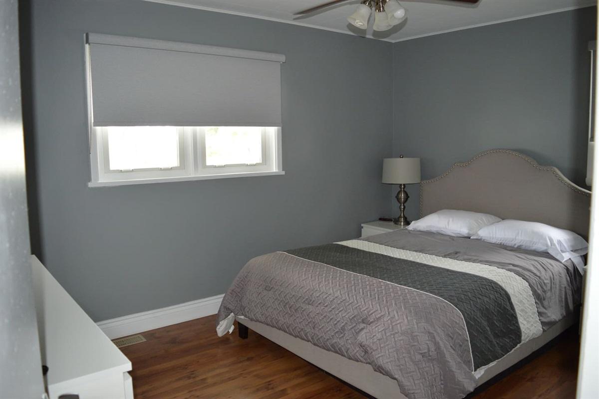 Master bedroom, queen sized bed