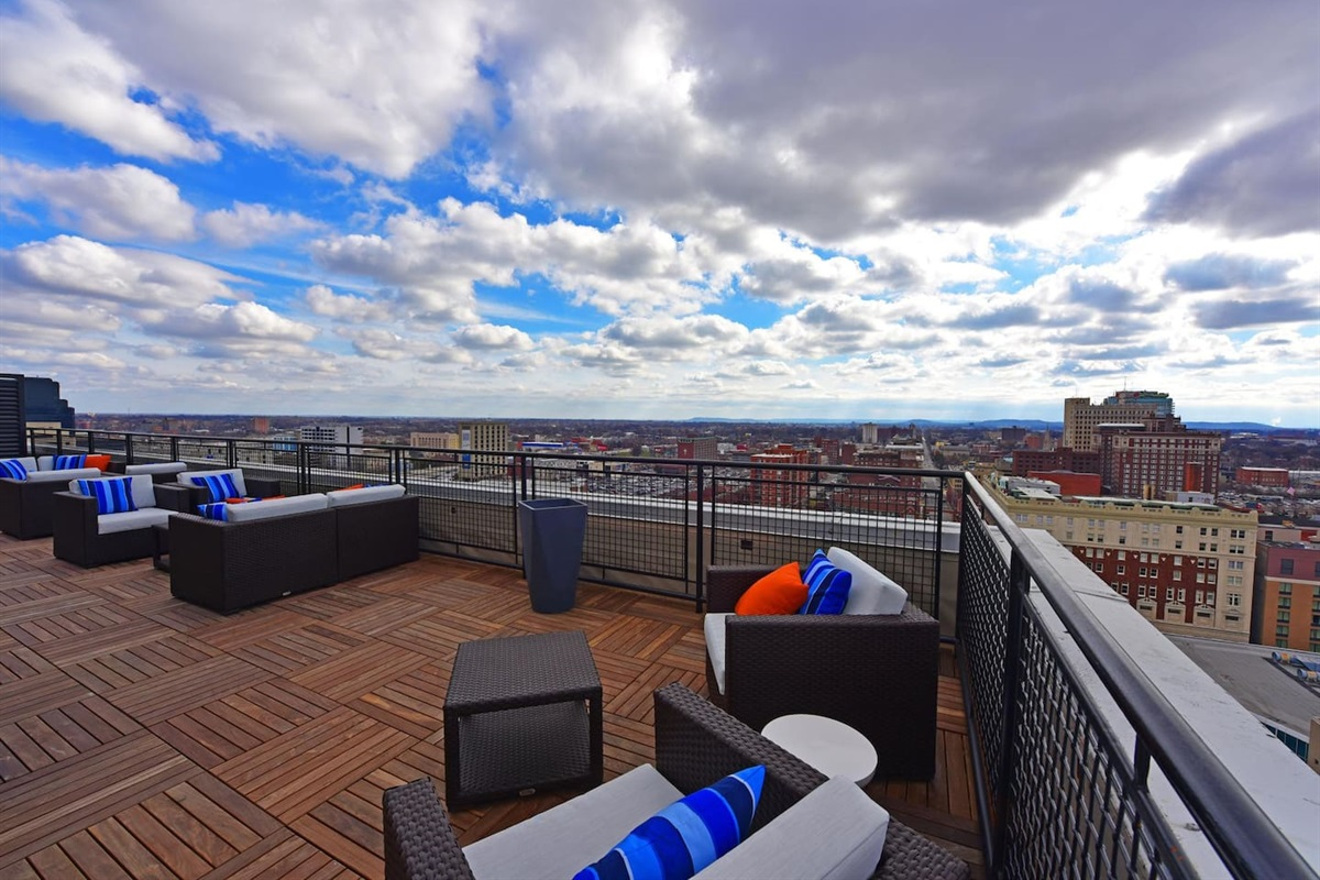 24/7 Rooftop Lounge located on floor 17 with gorgeous views of the city