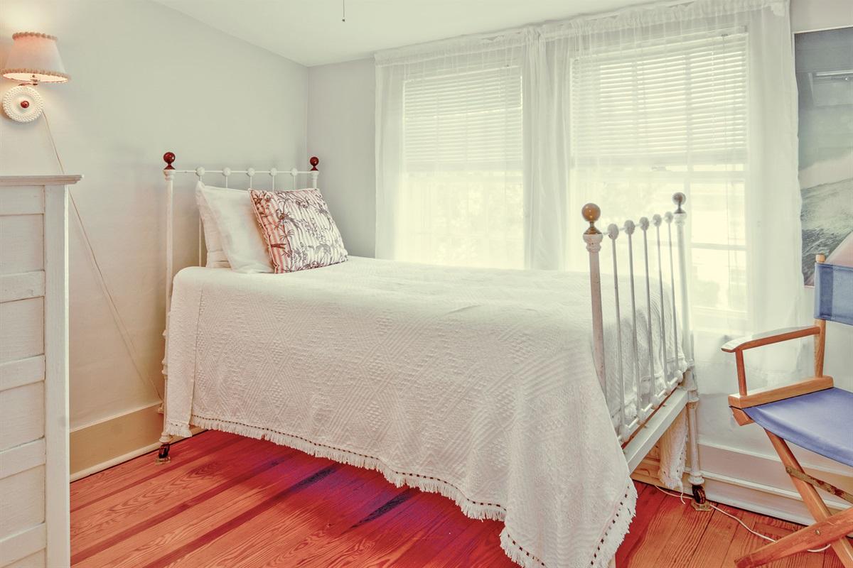 Sara Brown Room - Bedroom 9