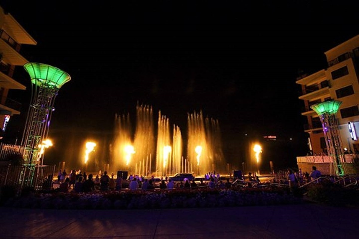 Branson Landing - Spectacular Fountains!