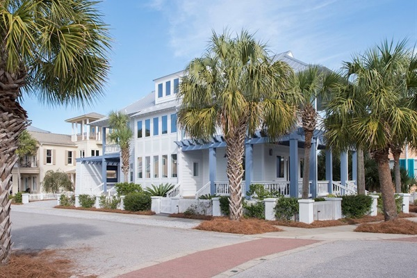 Celebration Beach House - Large family home across from the Beach