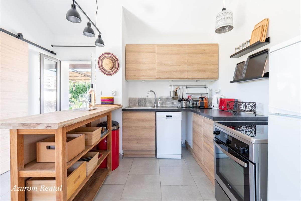 Full Kitchen, Dishwasher, Oven, Stove, etc...