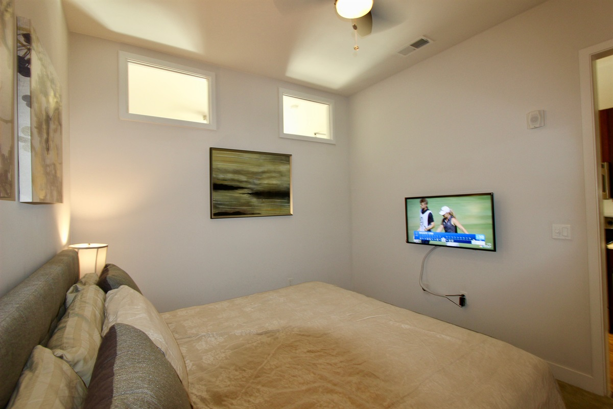 Master bedroom with 32in flatscreen TV