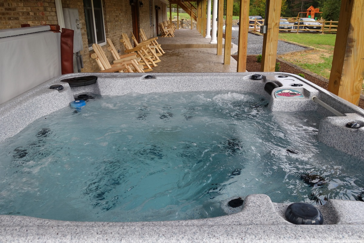 Large hot tub for 8 adults