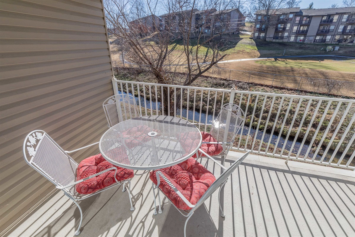 Enjoy brookside al fresco dining!