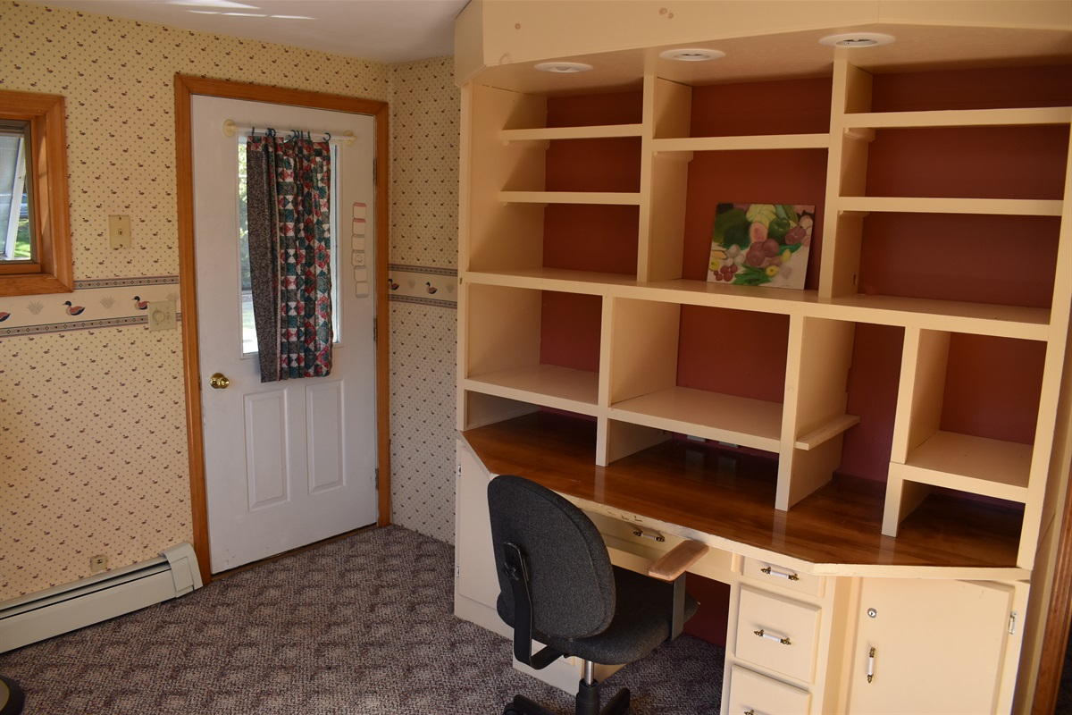 Hide-away bdrm/playroom