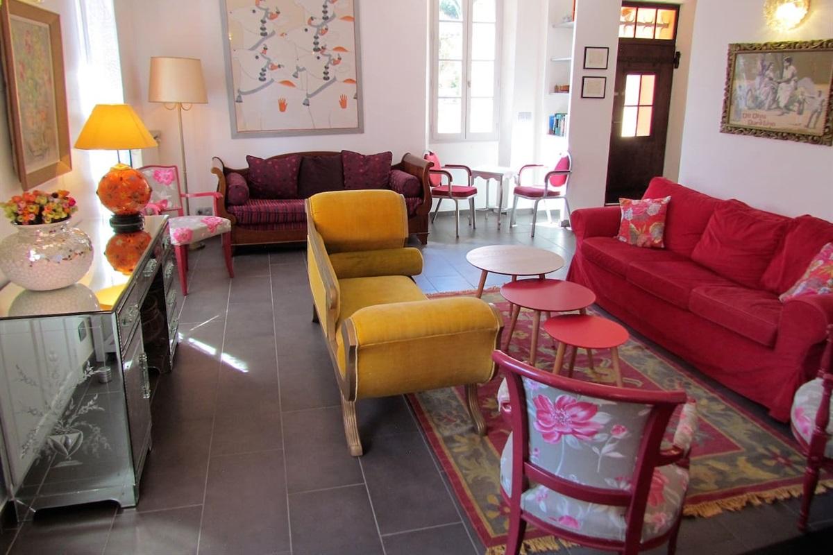 le salon de la Villa Chandra Biot Cote Azur