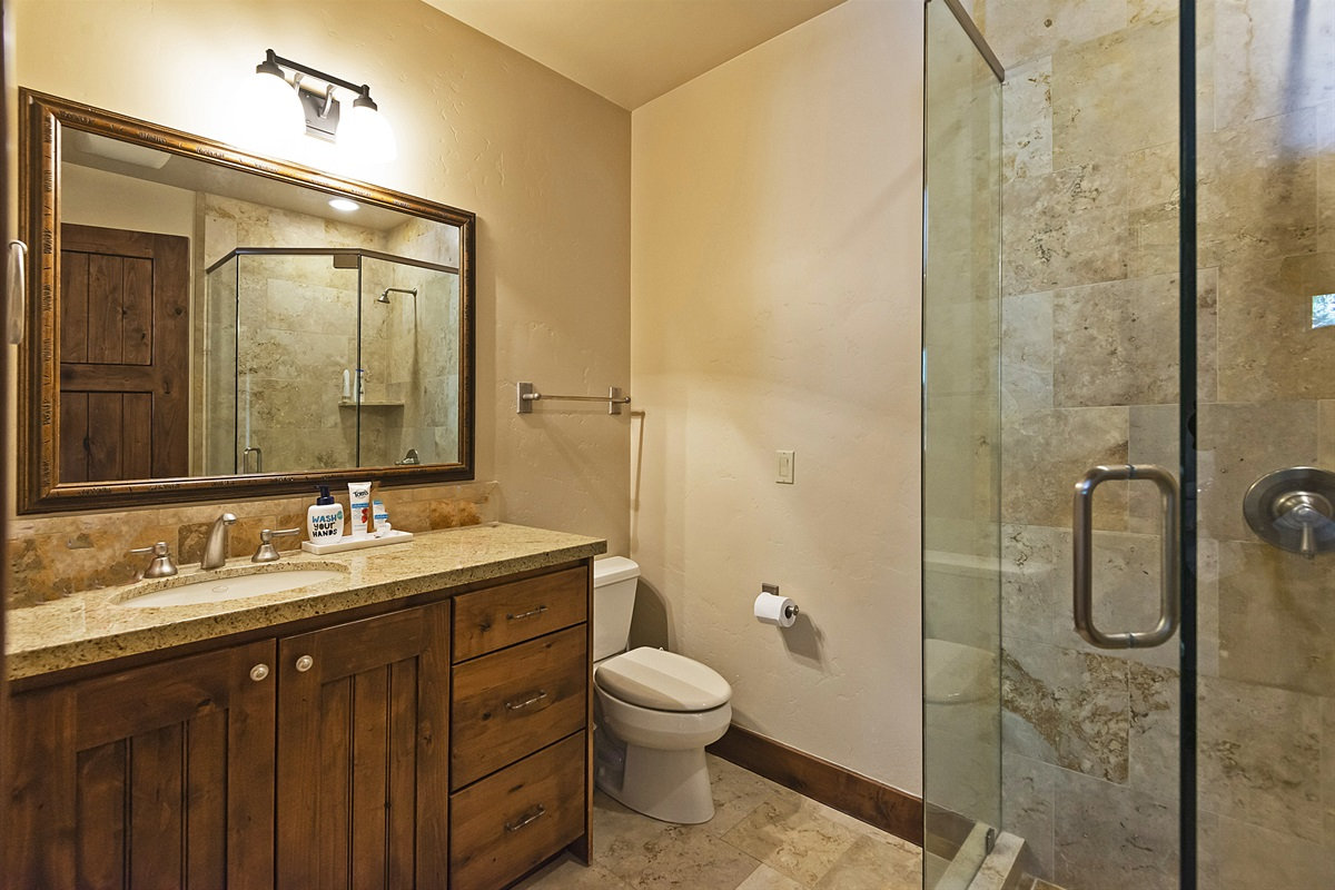 Queen bedroom - private bath