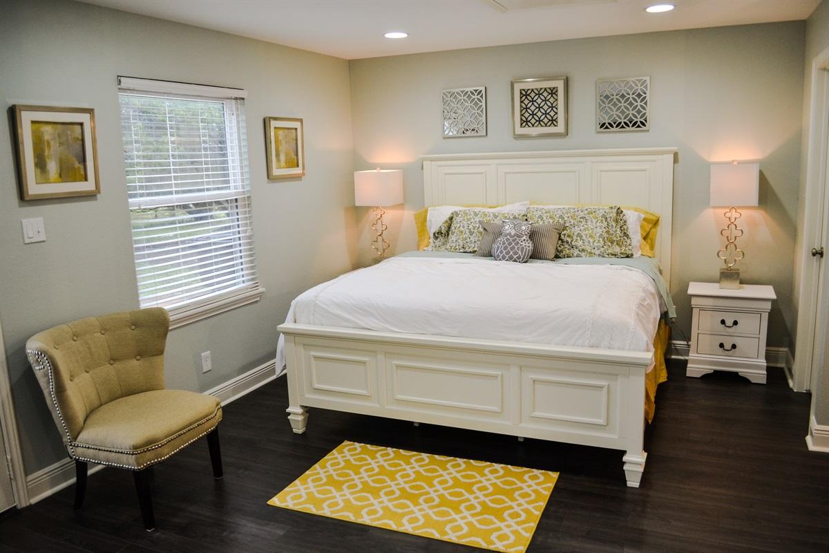Master bedroom #2 (king bed).