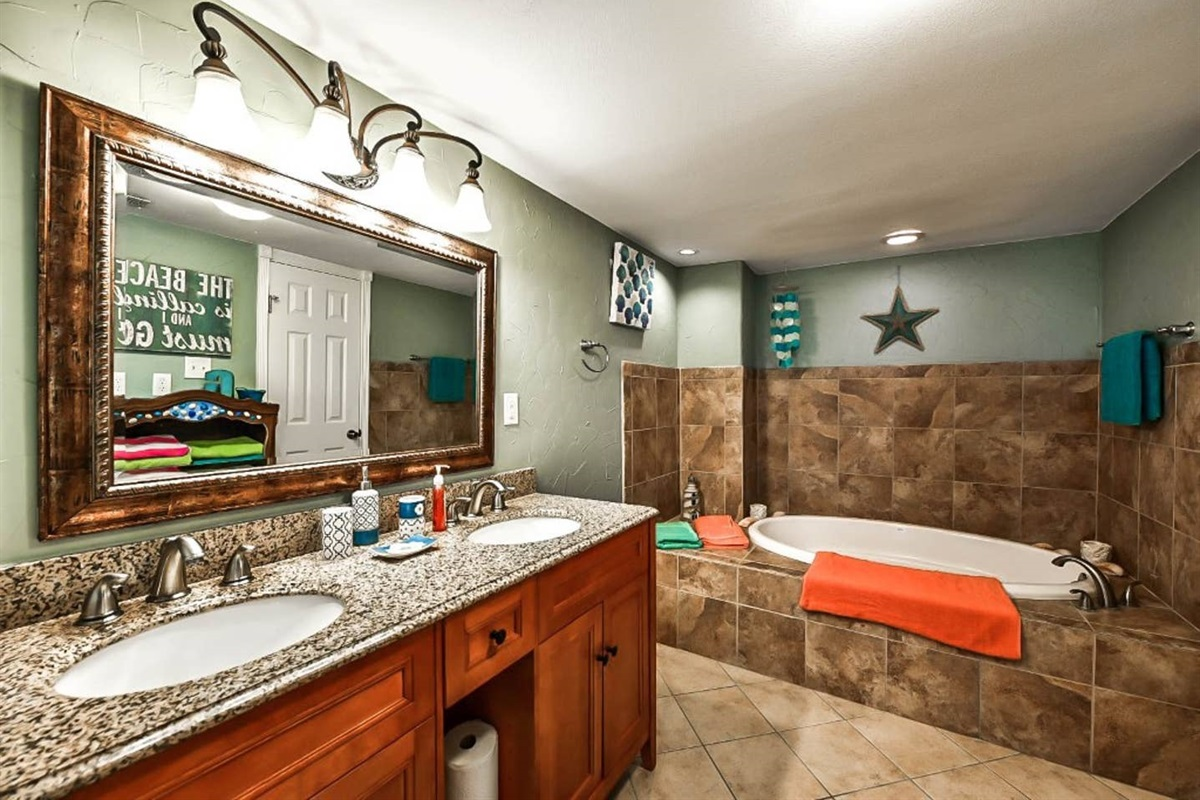 Large primary en Suite with Dual Vanity, lower level