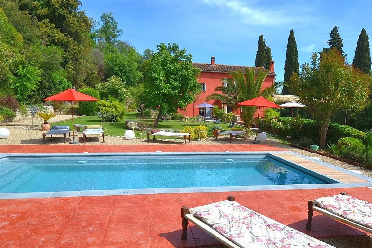Villa Chandra,Bastide rénovée ,vue de la piscine