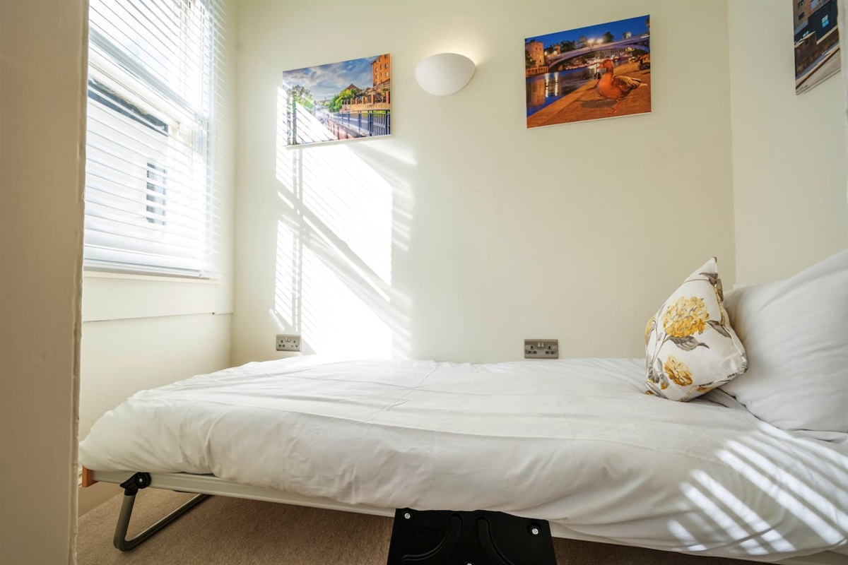 Additional single bed can be added (additional £25/stay).