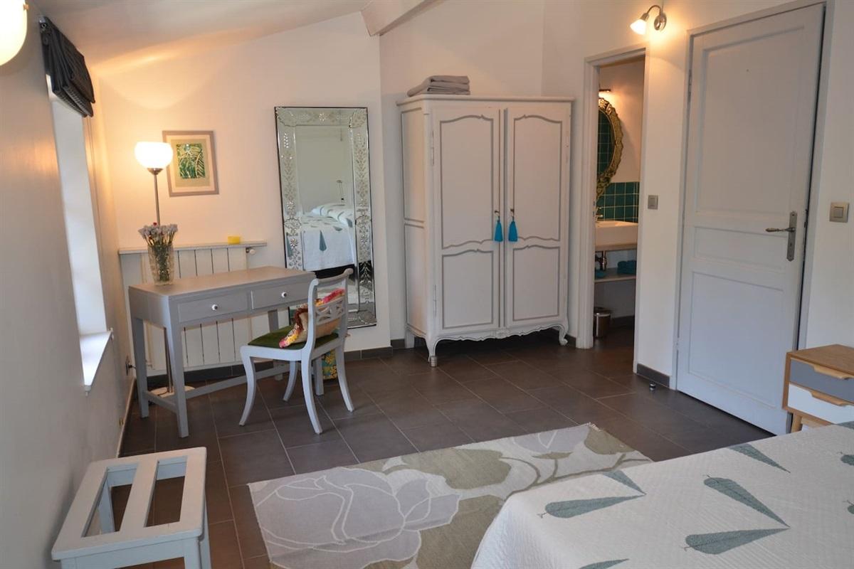 chambre 4 mansardée avec lit double(ou 2 lits simples)