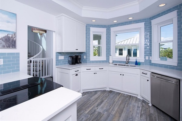 2018 Kitchen Renovation-Quartz Countertops, Stainless Appliances, New Flooring