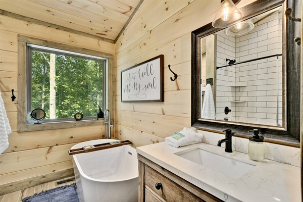 The upper level Fox Hole bathroom features a relaxing soaking tub and separate walk-in shower.