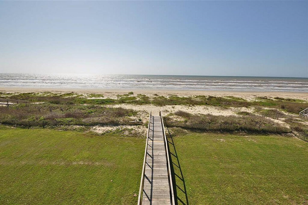 Private Dune Crossover & Large Backyard